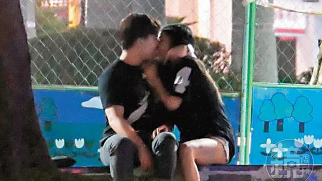 """""""Angelababy"""" gốc Việt bị bắt gặp nửa đêm theo thiếu gia vào công viên - hình ảnh 4"""