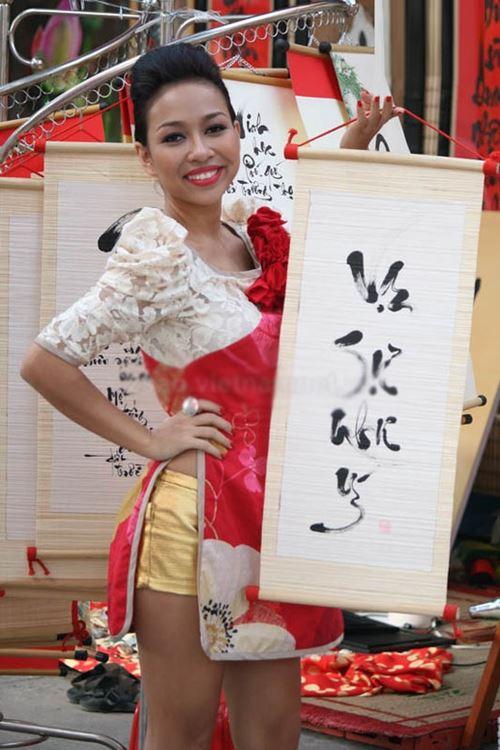 Áo dài Việt lai áo tắm, cúp ngực, hở lưng: Phản cảm, lố lăng? - hình ảnh 7