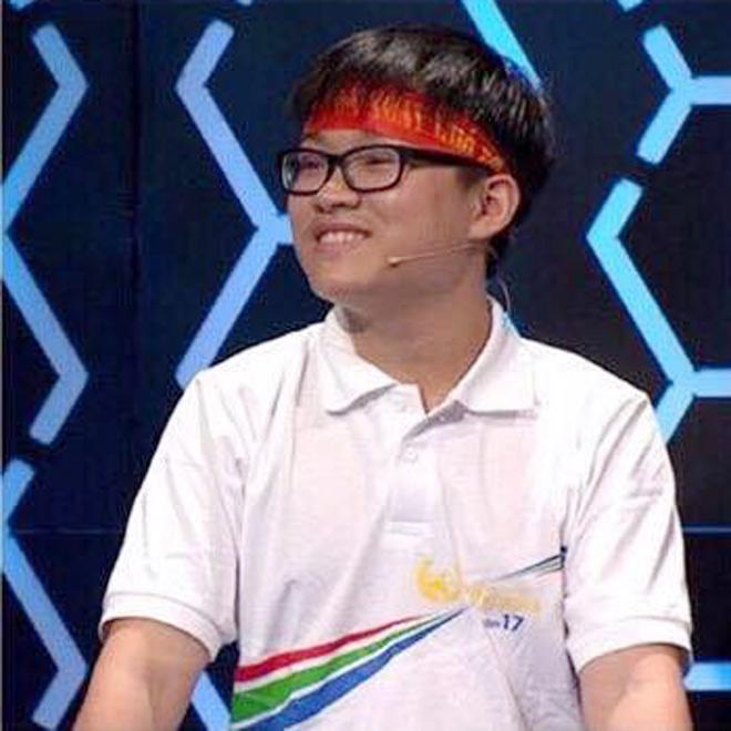 Nam sinh Olympia đạt điểm 10 môn Toán, đỗ thủ khoa Đại học Dược Hà Nội - hình ảnh 1