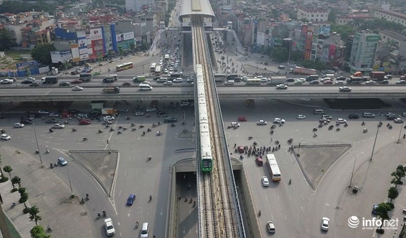 """Bắt gặp tàu đường sắt trên cao Cát Linh – Hà Đông """"lướt"""" giữa thủ đô - hình ảnh 11"""