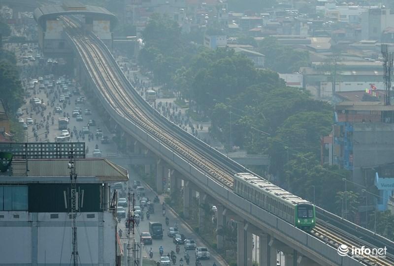 """Bắt gặp tàu đường sắt trên cao Cát Linh – Hà Đông """"lướt"""" giữa thủ đô - hình ảnh 12"""