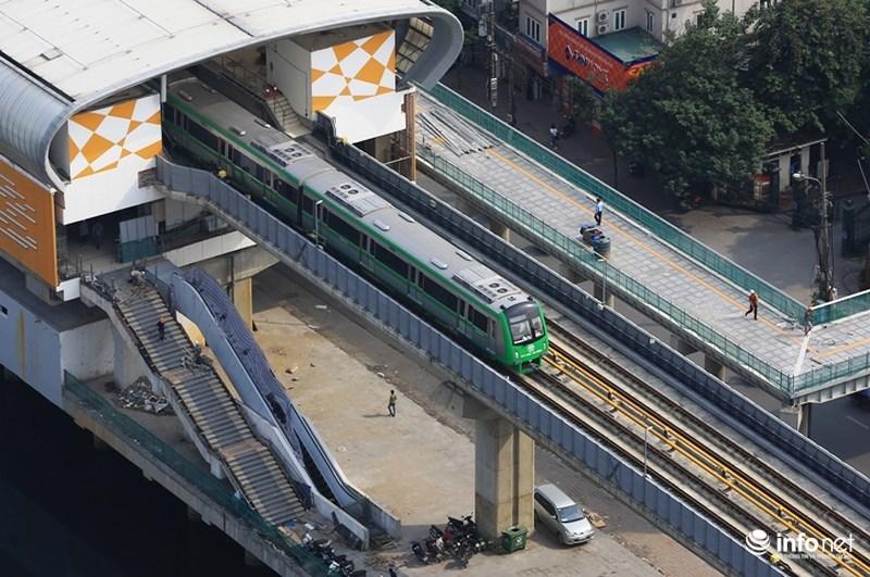 """Bắt gặp tàu đường sắt trên cao Cát Linh – Hà Đông """"lướt"""" giữa thủ đô - hình ảnh 6"""