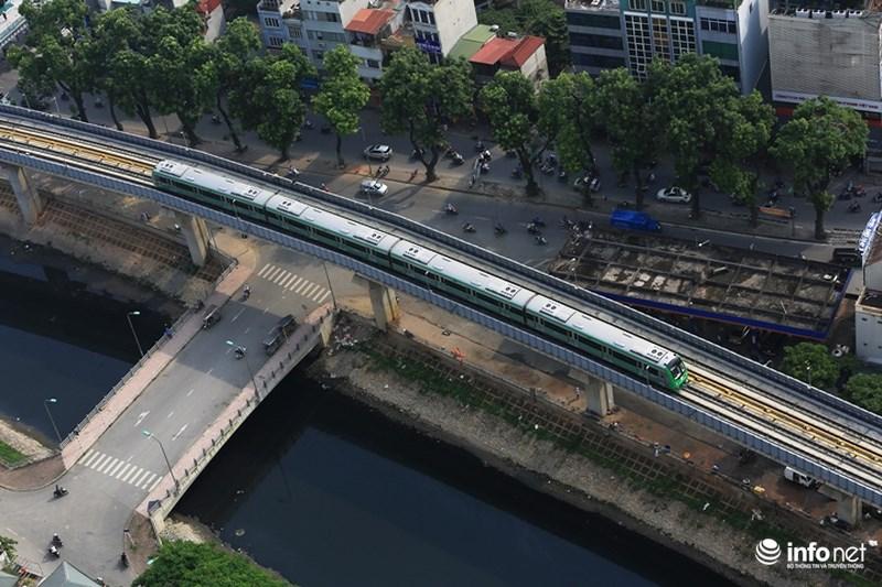 """Bắt gặp tàu đường sắt trên cao Cát Linh – Hà Đông """"lướt"""" giữa thủ đô - hình ảnh 7"""