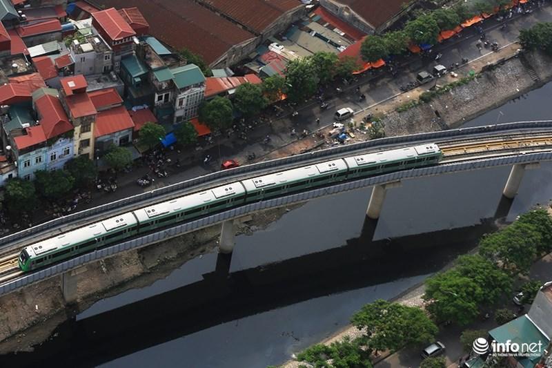 """Bắt gặp tàu đường sắt trên cao Cát Linh – Hà Đông """"lướt"""" giữa thủ đô - hình ảnh 8"""