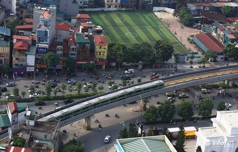 """Bắt gặp tàu đường sắt trên cao Cát Linh – Hà Đông """"lướt"""" giữa thủ đô - hình ảnh 9"""