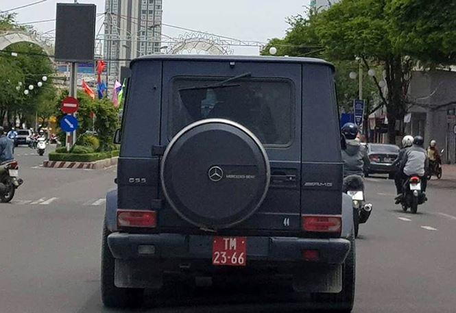Xác định danh tính tài xế lái xe 'khủng' tiền tỷ gắn biển đỏ giả - hình ảnh 1