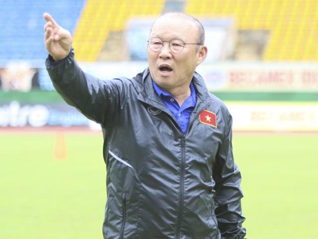 """U23 VN tập đấu ASIAD: Thầy Park """"thét ra lửa"""", hành động lạ với học trò"""