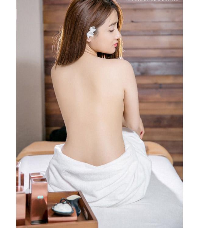 """Những lần mặc bán nude nghẹt thở của Elly Trần, """"thánh nữ Mì Gõ"""" - hình ảnh 11"""