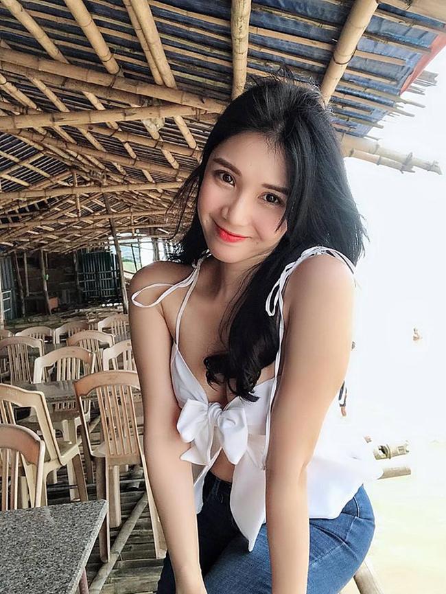 Điểm danh đội mỹ nhân Việt thích mặc sexy xuống phố gây tắc đường - hình ảnh 3