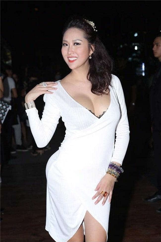 Điểm danh đội mỹ nhân Việt thích mặc sexy xuống phố gây tắc đường - hình ảnh 22