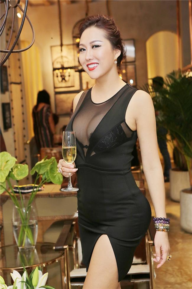Điểm danh đội mỹ nhân Việt thích mặc sexy xuống phố gây tắc đường - hình ảnh 23