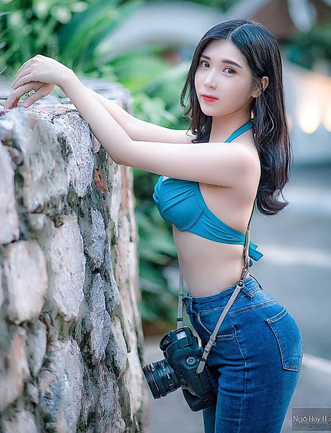 Chiếc áo rách đôi khi gió thổi của Thanh Bi được khen gợi cảm - hình ảnh 6