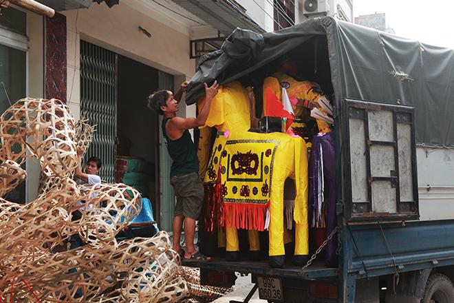 """Tháng cô hồn, người người đổ về Bắc Ninh mua """"nhà lầu, xe hơi, đồ trang sức"""" - hình ảnh 4"""