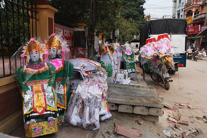 """Tháng cô hồn, người người đổ về Bắc Ninh mua """"nhà lầu, xe hơi, đồ trang sức"""" - hình ảnh 2"""