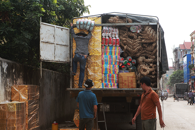 """Tháng cô hồn, người người đổ về Bắc Ninh mua """"nhà lầu, xe hơi, đồ trang sức"""" - hình ảnh 3"""