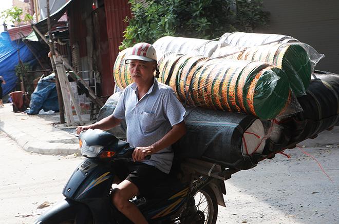 """Tháng cô hồn, người người đổ về Bắc Ninh mua """"nhà lầu, xe hơi, đồ trang sức"""" - hình ảnh 5"""