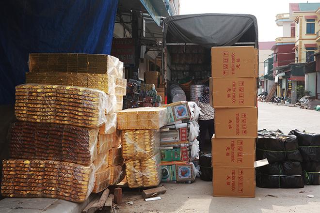 """Tháng cô hồn, người người đổ về Bắc Ninh mua """"nhà lầu, xe hơi, đồ trang sức"""" - hình ảnh 8"""