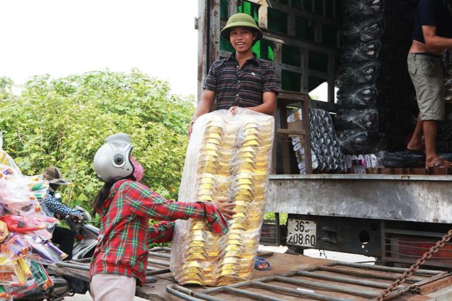 """Tháng cô hồn, người người đổ về Bắc Ninh mua """"nhà lầu, xe hơi, đồ trang sức"""" - hình ảnh 10"""