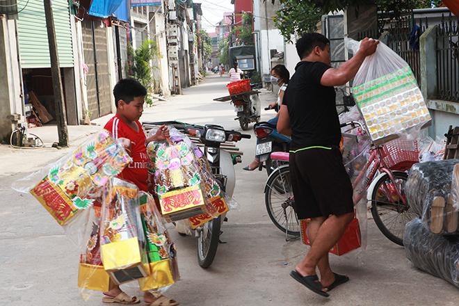 """Tháng cô hồn, người người đổ về Bắc Ninh mua """"nhà lầu, xe hơi, đồ trang sức"""" - hình ảnh 7"""