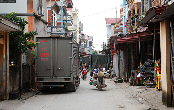 """Tháng cô hồn, người người đổ về Bắc Ninh mua """"nhà lầu, xe hơi, đồ trang sức"""" - hình ảnh 12"""
