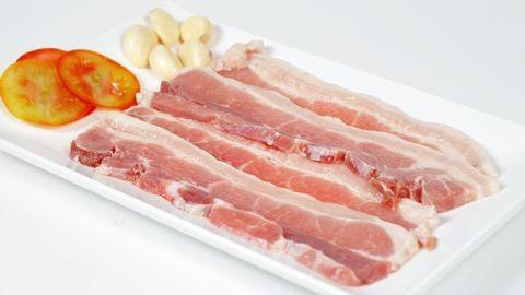 Lạ miệng với món thịt heo chiên xóc tỏi giòn rụm - 1