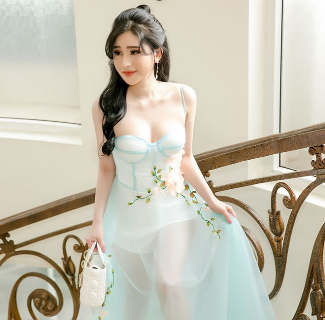 Vợ cũ Hồ Quang Hiếu, Phan Thanh Bình mê mặc váy áo gợi cảm sau đổ vỡ hôn nhân - hình ảnh 1