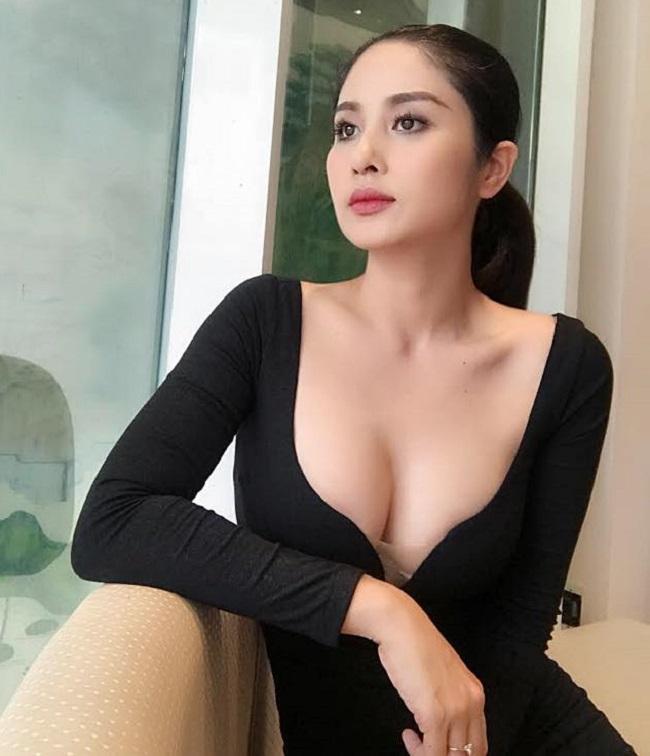 Vợ cũ Hồ Quang Hiếu, Phan Thanh Bình mê mặc váy áo gợi cảm sau đổ vỡ hôn nhân - hình ảnh 13