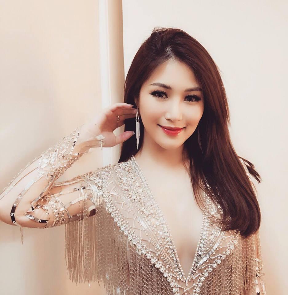 Hương Tràm xinh đẹp diện váy mỏng như sương khoe ngực đầy lấp ló - hình ảnh 8