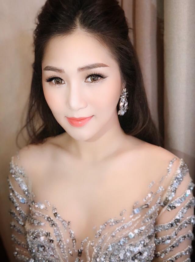 Hương Tràm xinh đẹp diện váy mỏng như sương khoe ngực đầy lấp ló - hình ảnh 7