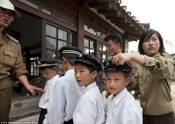 Điện ảnh của đất nước bí ẩn Triều Tiên được hé lộ qua loạt ảnh hiếm thấy - hình ảnh 1