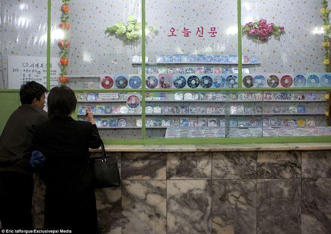 Điện ảnh của đất nước bí ẩn Triều Tiên được hé lộ qua loạt ảnh hiếm thấy - hình ảnh 6