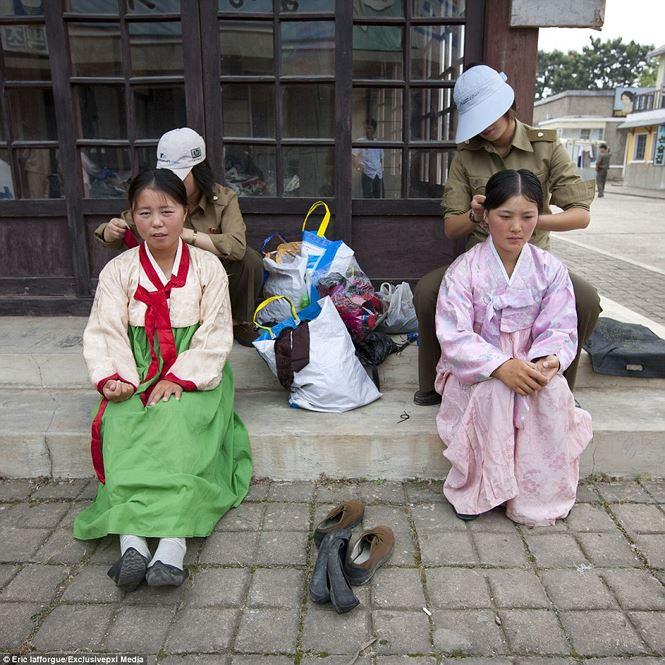 Điện ảnh của đất nước bí ẩn Triều Tiên được hé lộ qua loạt ảnh hiếm thấy - hình ảnh 7