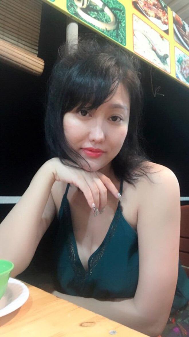 Dự sinh nhật bạn thân, Phi Thanh Vân khiến khách mời choáng khi diện váy hở bạo - hình ảnh 6