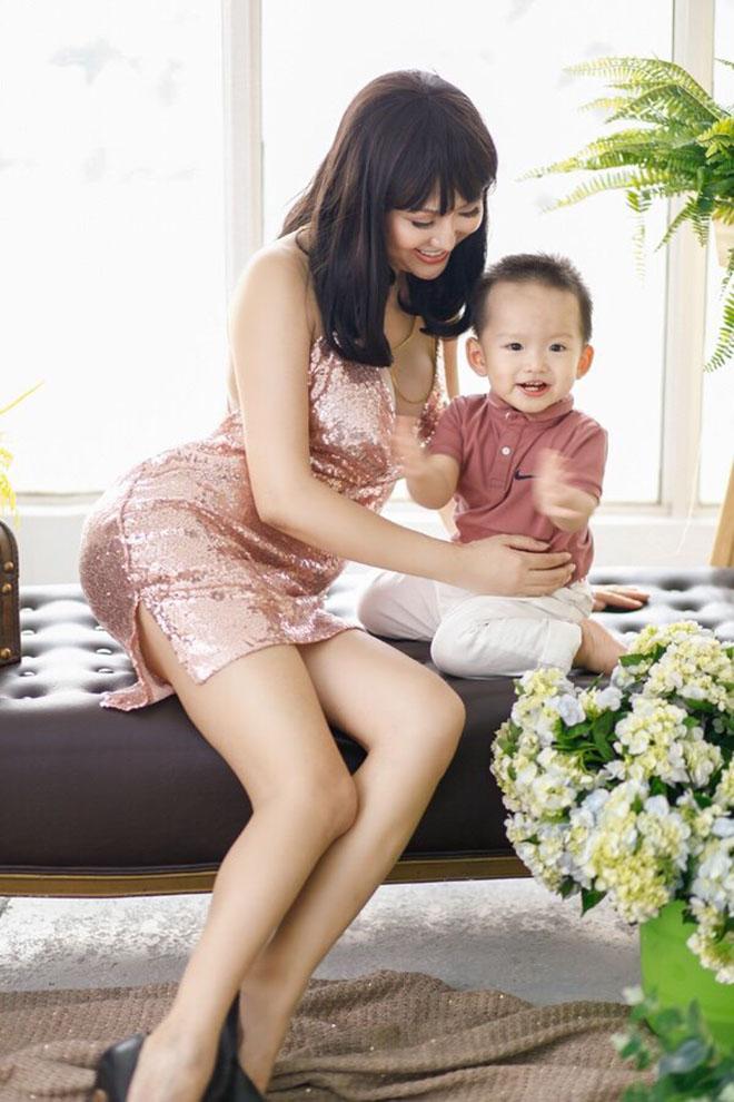 Dự sinh nhật bạn thân, Phi Thanh Vân khiến khách mời choáng khi diện váy hở bạo - hình ảnh 8