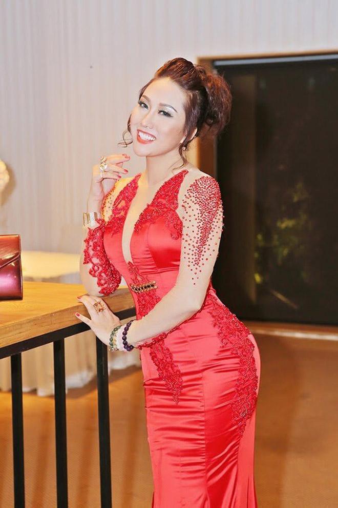 Dự sinh nhật bạn thân, Phi Thanh Vân khiến khách mời choáng khi diện váy hở bạo - hình ảnh 9