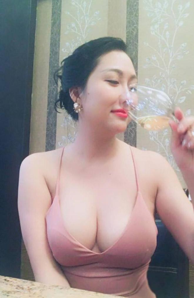 Dự sinh nhật bạn thân, Phi Thanh Vân khiến khách mời choáng khi diện váy hở bạo - hình ảnh 7