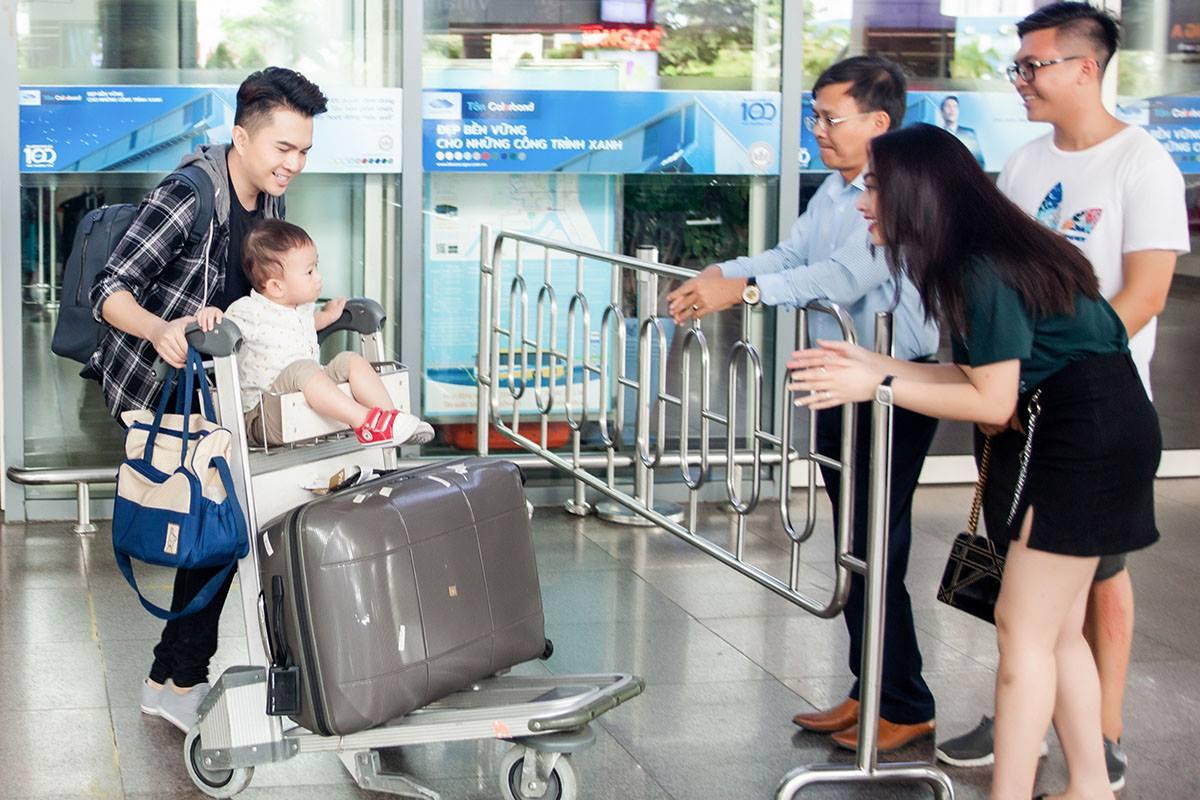 Nam Cường lần đầu công khai con trai 2 tuổi với vợ hot girl - hình ảnh 1