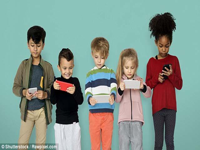 Bác sĩ tâm thần cảnh báo cha mẹ không nên cho trẻ dùng điện thoại trước 11 tuổi - 2