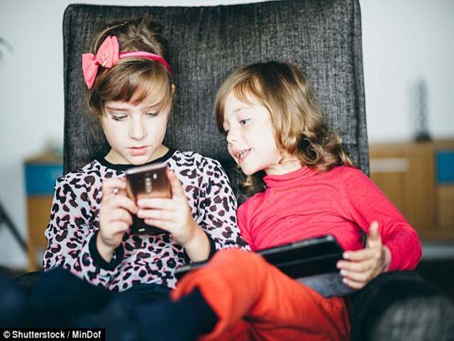 Bác sĩ tâm thần cảnh báo cha mẹ không nên cho trẻ dùng điện thoại trước 11 tuổi - 3