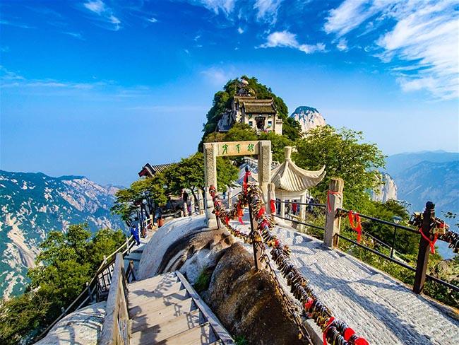 Cận cảnh con đường nguy hiểm nhất Trung Quốc - 1