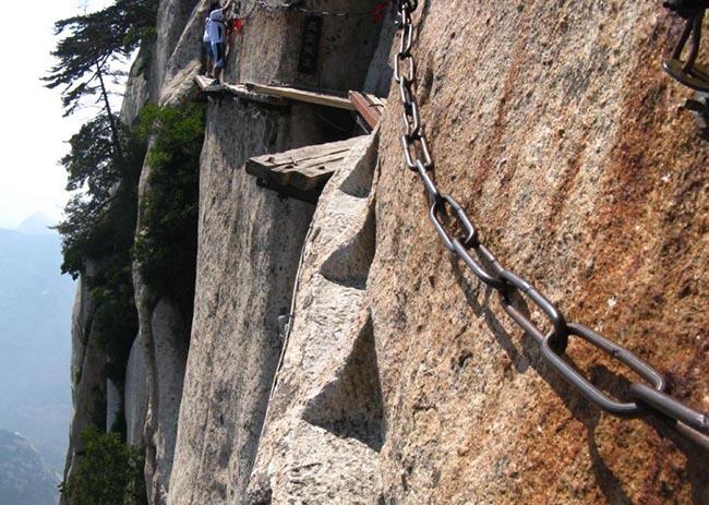 Cận cảnh con đường nguy hiểm nhất Trung Quốc - 10
