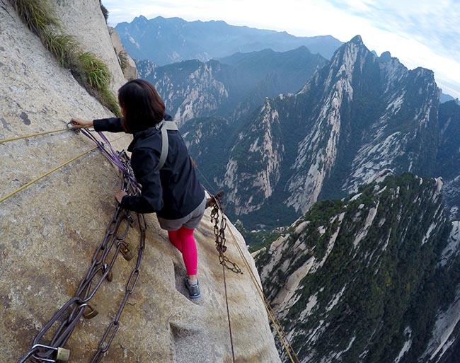 Cận cảnh con đường nguy hiểm nhất Trung Quốc - 13