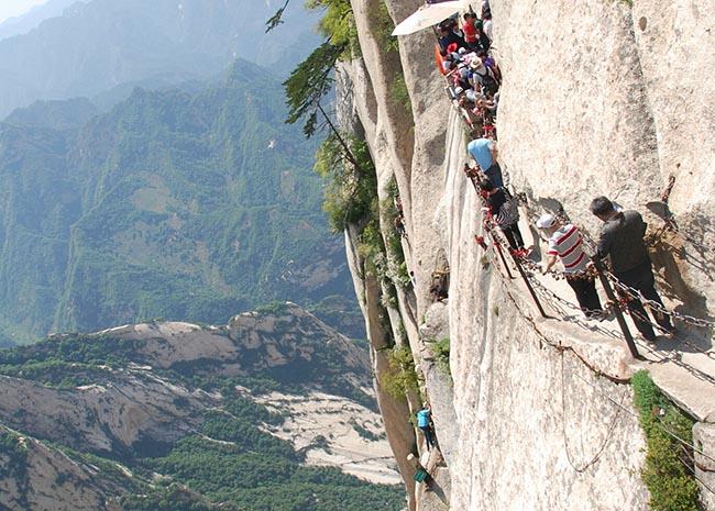 Cận cảnh con đường nguy hiểm nhất Trung Quốc - 14