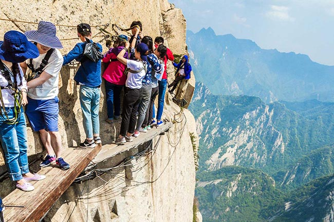 Cận cảnh con đường nguy hiểm nhất Trung Quốc - 17