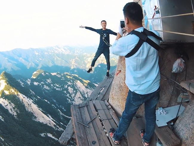 Cận cảnh con đường nguy hiểm nhất Trung Quốc - 18