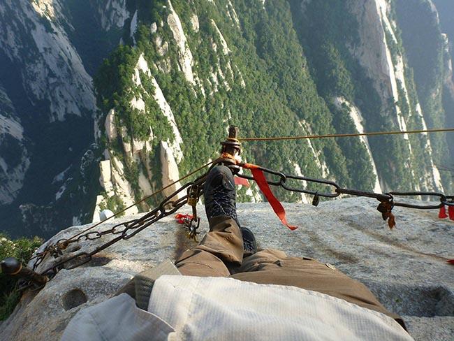 Cận cảnh con đường nguy hiểm nhất Trung Quốc - 19