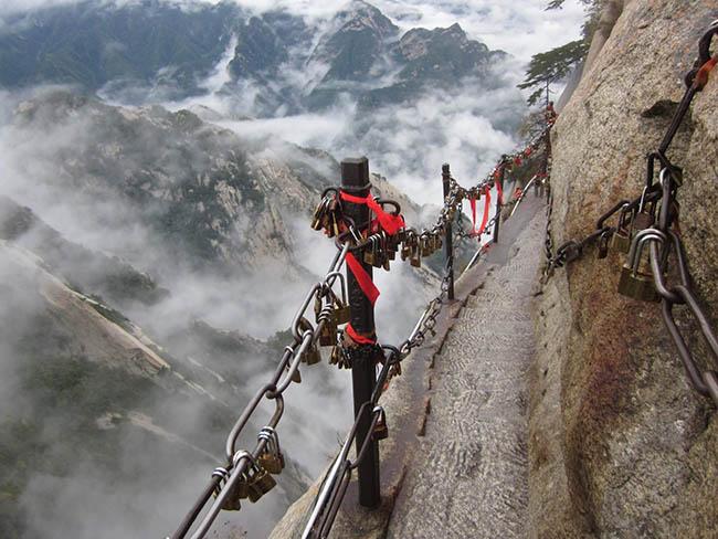 Cận cảnh con đường nguy hiểm nhất Trung Quốc - 6