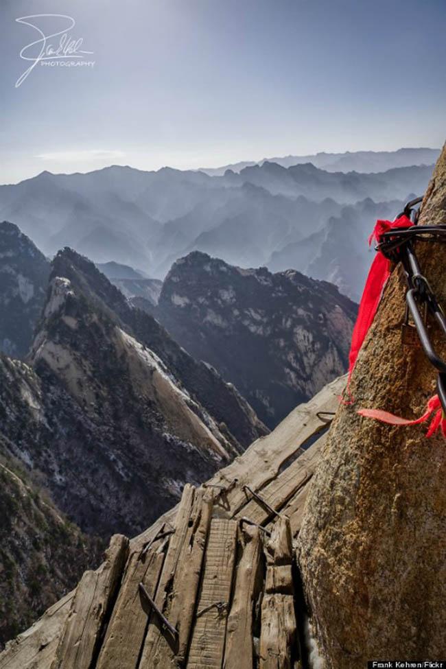 Cận cảnh con đường nguy hiểm nhất Trung Quốc - 7