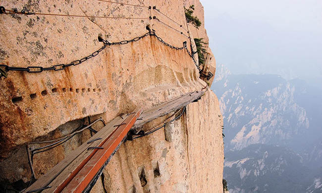 Cận cảnh con đường nguy hiểm nhất Trung Quốc - 8