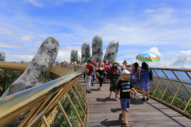 Truyền thông quốc tế không ngớt lời ngợi ca Cầu Vàng Sun World Ba Na Hills - 1